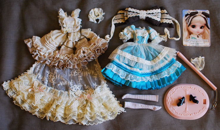 Файл:Pullip Romantic Alice outfit.jpg