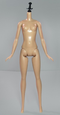 Original Fashionistas Barbie Body 01.jpg